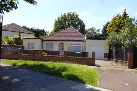 3 bedroom bungalow to rent - Avery Hill Road, New Eltham