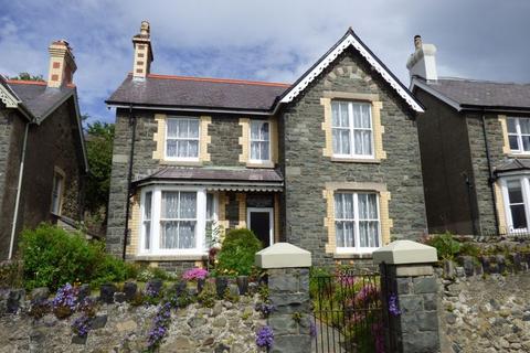 4 bedroom detached house for sale - Derlwyn, Valley Road, Llanfairfechan LL33 0SE