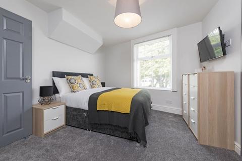5 bedroom house share to rent - Moorside Road, Swinton,