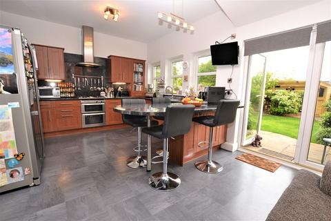 5 bedroom end of terrace house for sale - 61 Saughtonhall Drive, Edinburgh, EH12 5TR