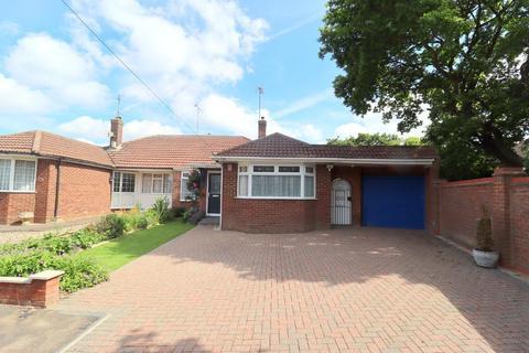 3 bedroom bungalow for sale - Hillcrest Avenue, Luton, Bedfordshire, LU2 7AB