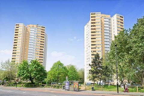 3 bedroom flat for sale - Moreton Tower Lexden Road, Acton
