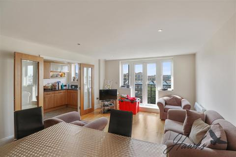 3 bedroom penthouse for sale - Duplex Penthouse | Brentford Lock | Direct Water Views