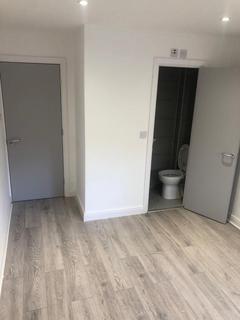 Studio to rent - Paddock Close, London