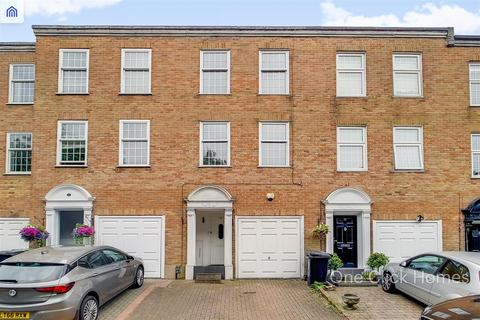 3 bedroom terraced house to rent - Albany Court, EPPING