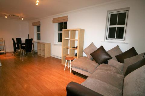 2 bedroom flat to rent - Clydesdale Road, Hornchurch RM11