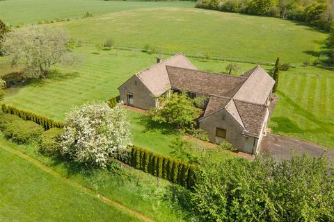 4 bedroom bungalow for sale - Chelworth, Wiltshire