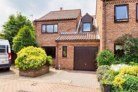 3 bedroom semi-detached house for sale - Waltham Lane, Beverley