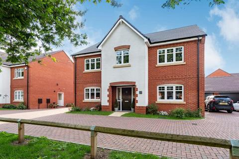5 bedroom detached house for sale - Estcourt Close, Gloucester