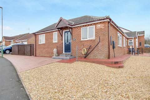 2 bedroom semi-detached bungalow to rent - The Oaks, Woodham