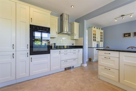 4 bedroom detached bungalow for sale - Matlock Rd, Walton, Chesterfield