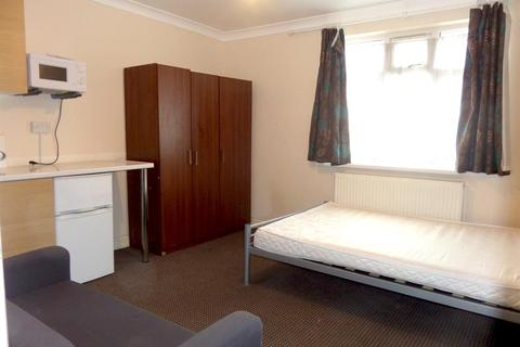 Studio to rent - Sixth Avenue, Hayes, Middlesex