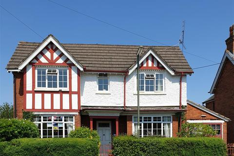 4 bedroom detached house to rent - Beech Road, Frimley Green, Camberley