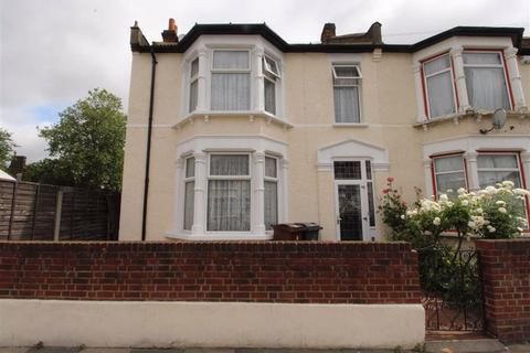 4 bedroom end of terrace house for sale - Cecil Avenue, Barking, Essex, IG11