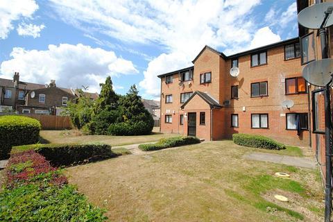 1 bedroom flat for sale - Streamside Close, London