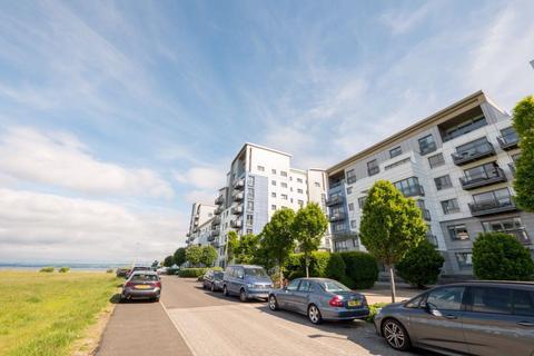 3 bedroom flat to rent - WESTERN HARBOUR TERRACE, NEWHAVEN, EH6 6JQ