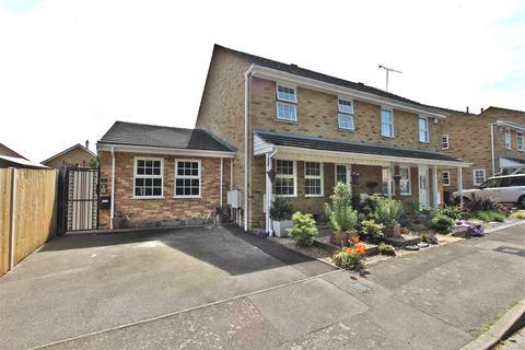 4 bedroom semi-detached house for sale - Heritage Drive, Gillingham