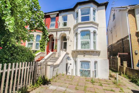 3 bedroom flat to rent - Fairlop Road, Leytonstone, London