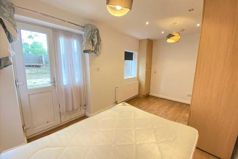 2 bedroom apartment to rent - York Road, Acton