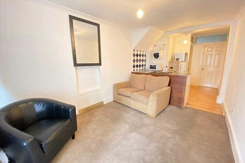 Studio to rent - Gunnersbury  Avenue, Ealing Common