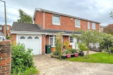 3 bedroom semi-detached house for sale - Richard Road, Barnsley, S71 1UY