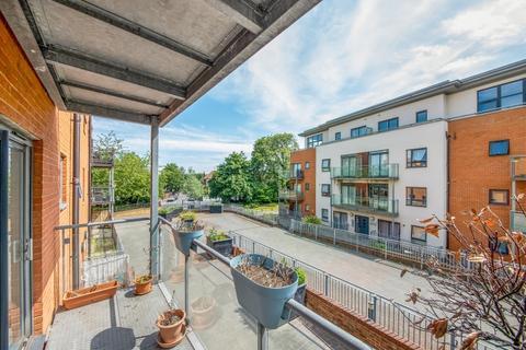 2 bedroom maisonette for sale - Hither Green Lane London SE13
