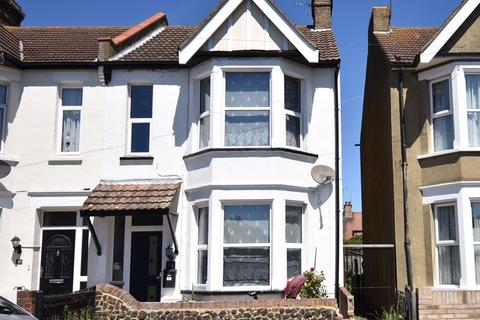3 bedroom terraced house for sale - Stornoway Road, Southend-On-Sea