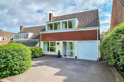 3 bedroom detached house for sale - Rodway Close, ETTINGSHALL PARK, WV4 6AX