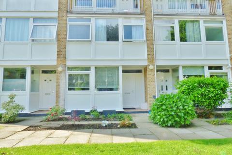 3 bedroom maisonette for sale - Tarnwood Park, London