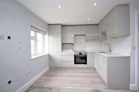 3 bedroom flat to rent - Central Avenue, Enfield EN1