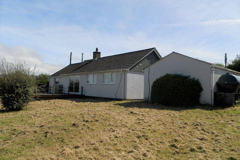 3 bedroom detached bungalow for sale - Crosswell, Crymych