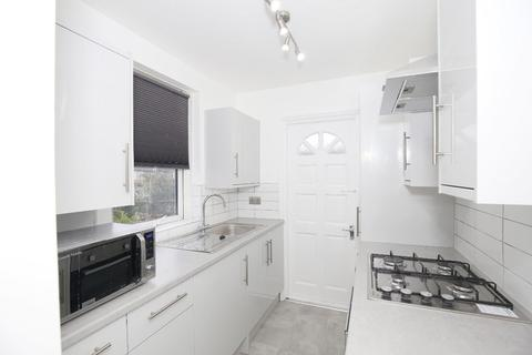 3 bedroom flat for sale - Lansdell Road, Mitcham