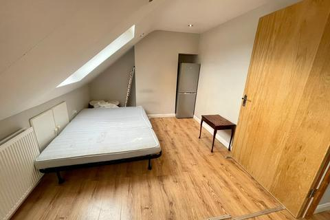 1 bedroom flat to rent - Unwin Avenue, FELTHAM, Greater London, TW14