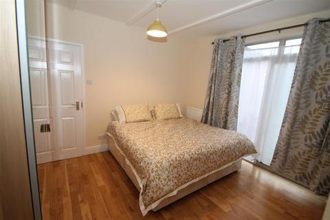 House share to rent - The Ridgeway, Acton Town, London W3
