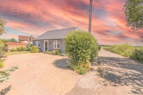 3 bedroom detached bungalow for sale - Green Lane, Ardleigh, Colchester