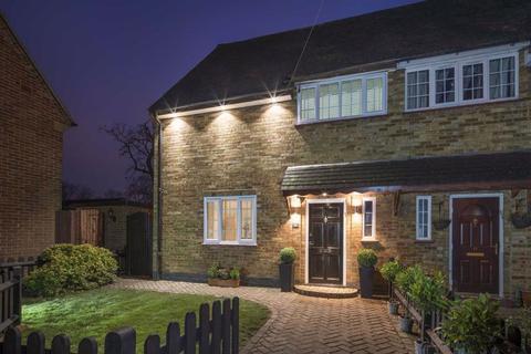 4 bedroom semi-detached house for sale - Mead Road, Shenley, Hertfordshire