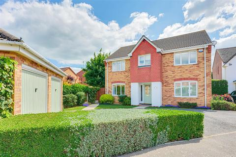 4 bedroom detached house for sale - Laburnum Way, Rayleigh