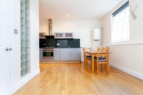2 bedroom flat to rent - Roman Road, London