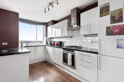 2 bedroom flat for sale - Dickens Estate London SE16