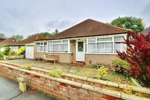 3 bedroom detached house to rent - The Greenway, Ickenham, UB10
