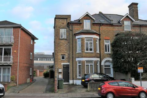 2 bedroom flat to rent - C Court Yard, London