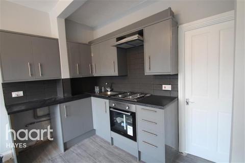 3 bedroom flat to rent - UXBRIDGE ROAD, UB4 8