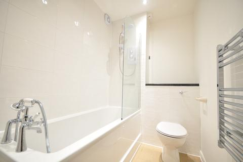 2 bedroom flat to rent - Station Approach Cheam SM2