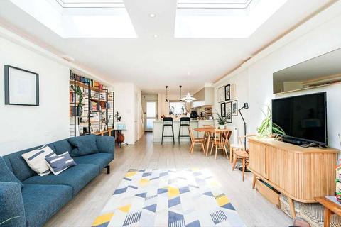 2 bedroom end of terrace house for sale - Corfield Street, Bethnal Green, London, E2