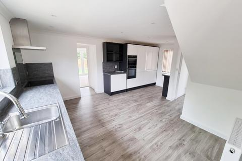 5 bedroom semi-detached house to rent - Sandford