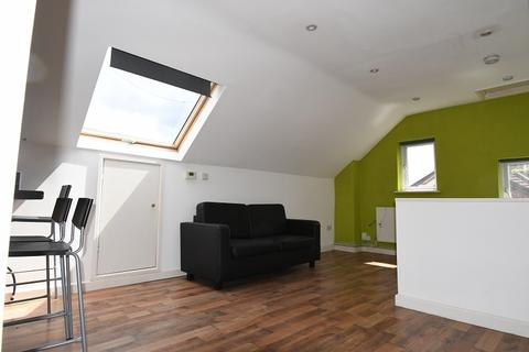 2 bedroom flat to rent - PRIMROSE ROAD, SOUTH WOODFORD, London. E18
