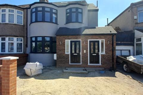 2 bedroom flat to rent - Bury Hall Villas , N9
