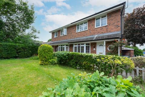 3 bedroom house to rent - Tile Barn Close, Farnborough, GU14