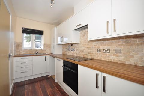 4 bedroom semi-detached house to rent - Grevillea Avenue Fareham PO15