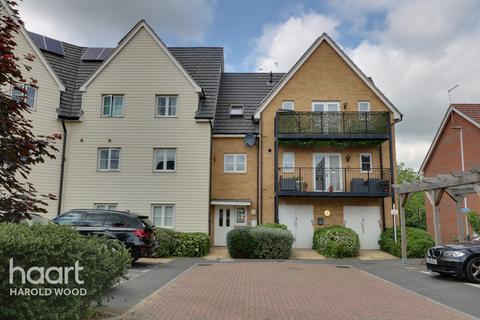 2 bedroom flat for sale - Whitworth Avenue, Romford